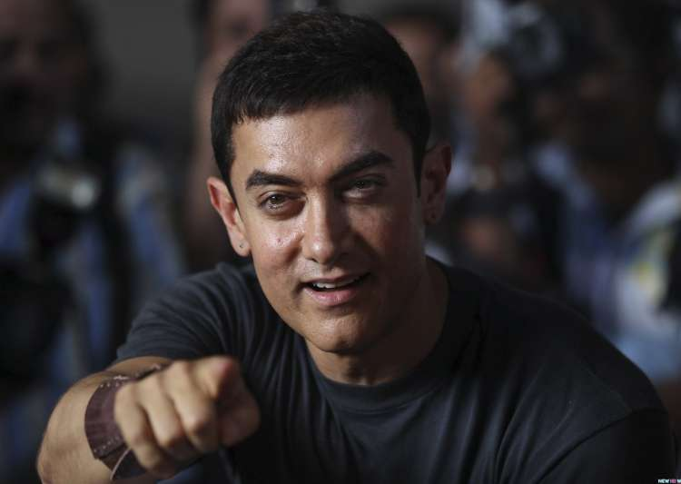 Aamir Khan gets Vishesh Puraskar by RSS chief Mohan Bhagwat