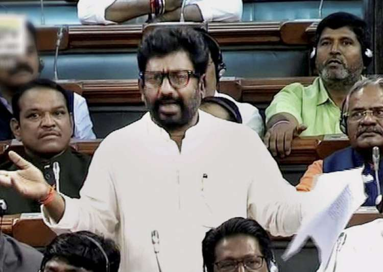 Shiv Sena MP Ravindra Gaikwad today made a brief statement- India Tv