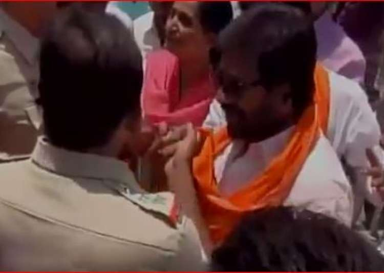 Sena MP's verbal spat with cops in Latur- India Tv