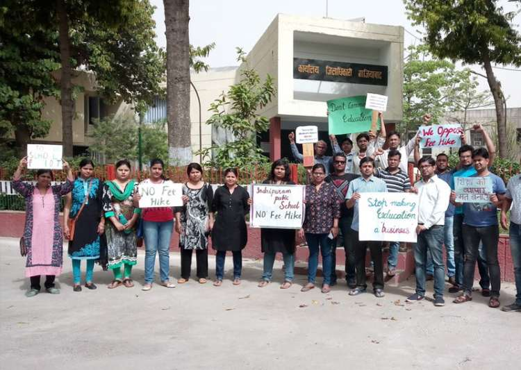 Parents protest random fee hike by private schools in- India Tv