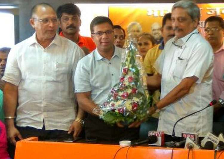 Ex-Cong MLA Vishwajit Rane joins BJP in presence of CM- India Tv