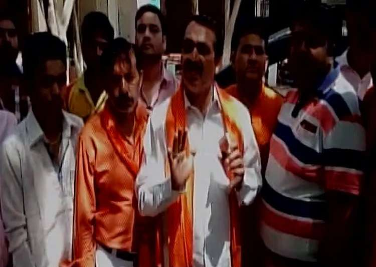 Hindu Yuva Vahini barges into Meerut house, thrash- India Tv