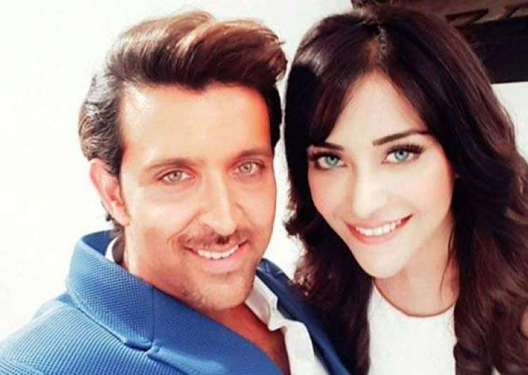 Angela apologies to Hrithik Roshan after he asked her who- India Tv
