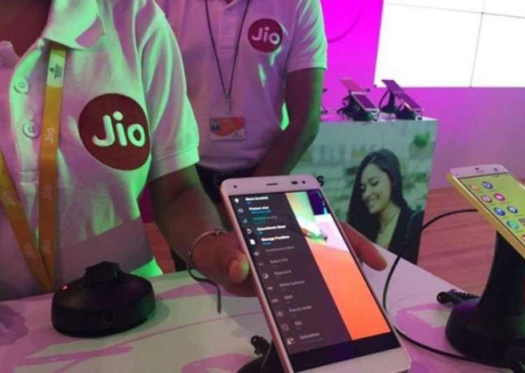 Jio to roll back 'Summer Surprise' offer. Here's how- India Tv