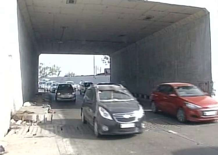 Delhi: Speeding car driven by Class XII student runs over- India Tv