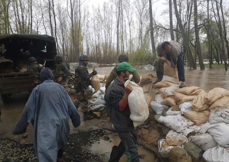 Incessant rains inundate low areas in Kashmir, Army- India Tv