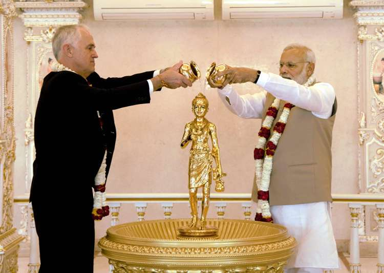 Modi and Turnbull during their visit to the Akshardham- India Tv