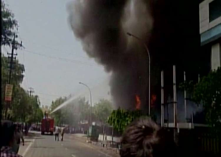 Six dead as massive fire breaks out at LED factory in Noida - India Tv