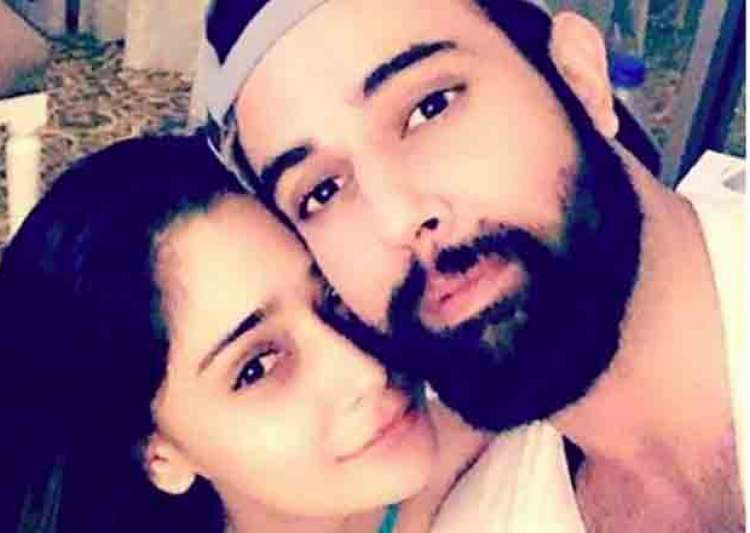 Is Sara Khan dating her Pakistani co-star? Here's what- India Tv
