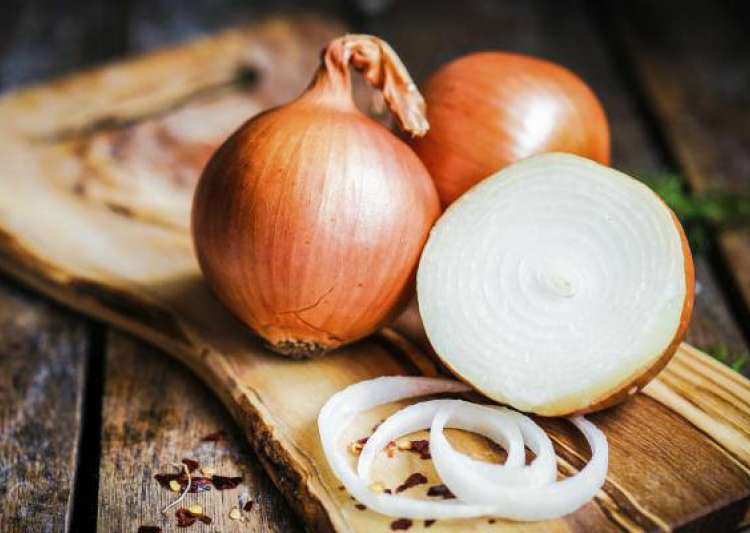 Here are 6 amazing ways to use 'Onions' as medicine! - India Tv