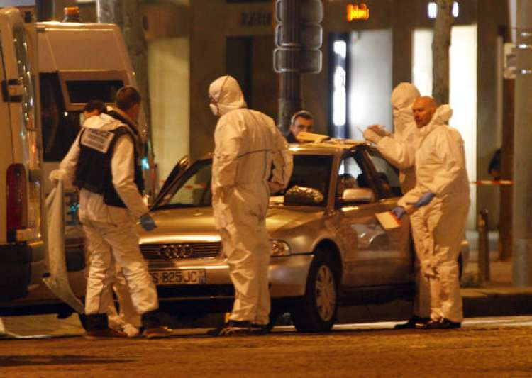 Paris attack: Gunman kills cop before being shot dead, IS- India Tv