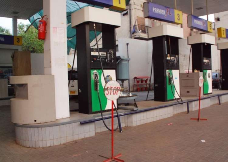 Fuel pumps in 8 states to be closed on Sundays from May 14- India Tv