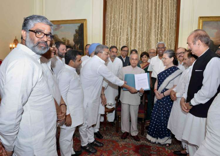 Modi govt spreading fear, Opposition tells President- India Tv