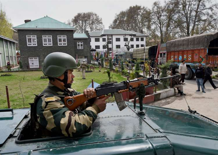 Six Die as Violence Mars Polling in Kashmir
