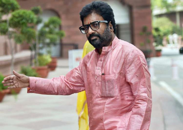 Private carriers lift flying ban on Shiv Sena MP Ravindra- India Tv