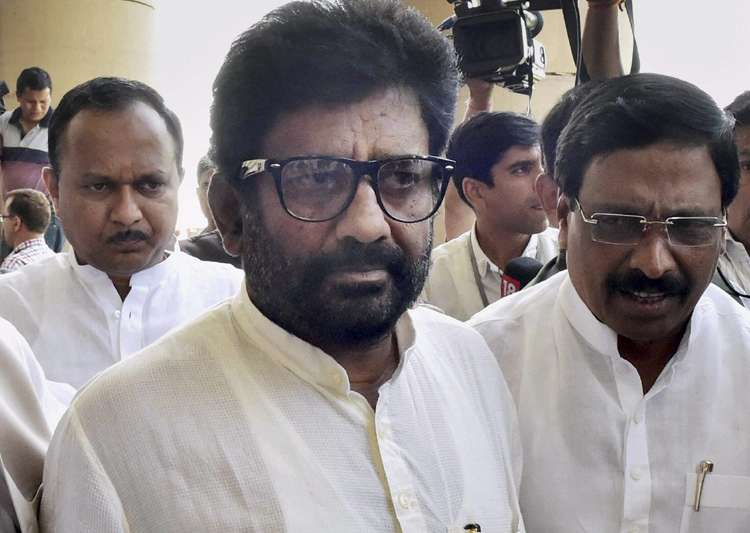 Shiv Sena MP Ravindra Gaikwad changed his stand in Lok- India Tv