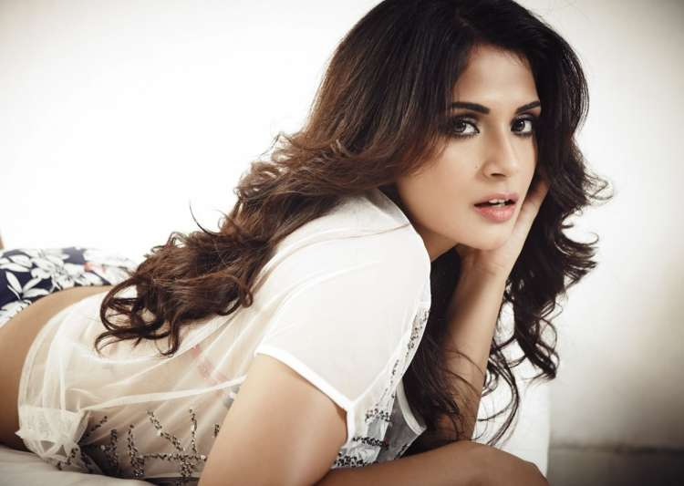 """I enjoy Akshay Kumar's experimental phase""-Richa - India Tv"