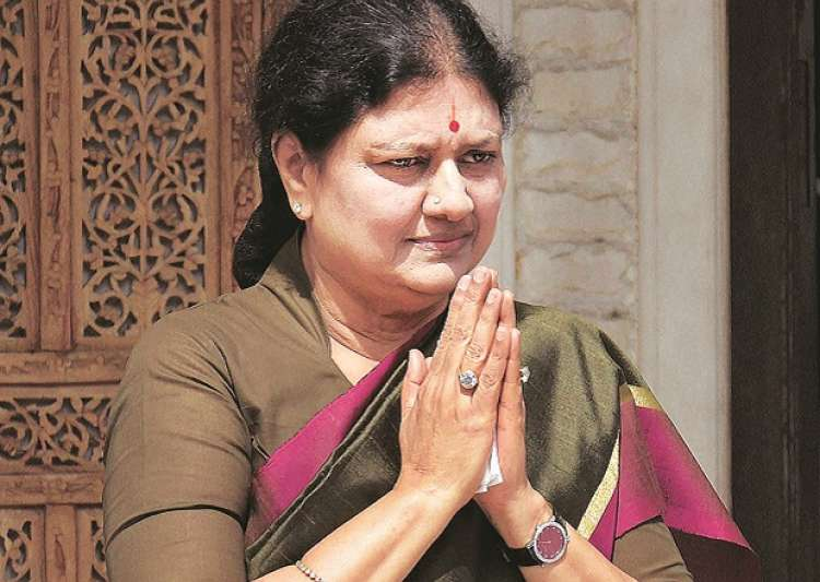 In clear defiance of rules, Sasikala met 28 people in a- India Tv