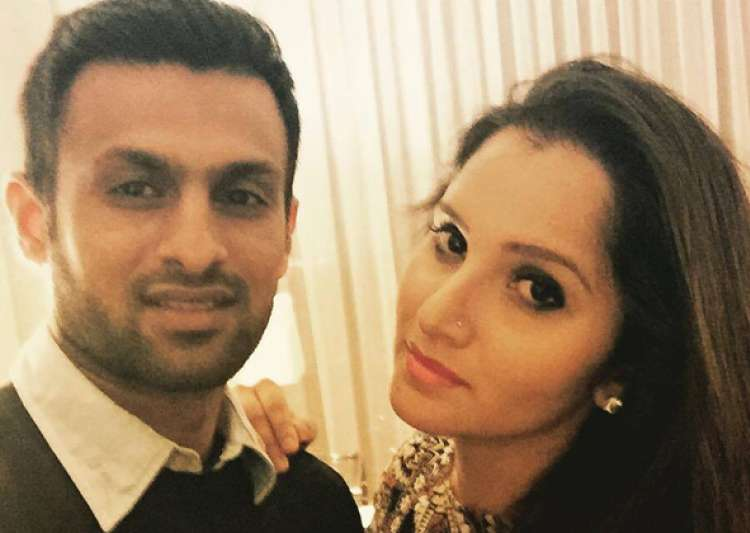 Shoaib Malik giving some serious couple goals - India Tv
