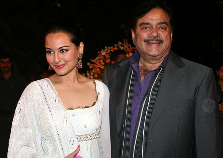 Shatrughan Sinha applauds daughter Sonakshi's performance- India Tv