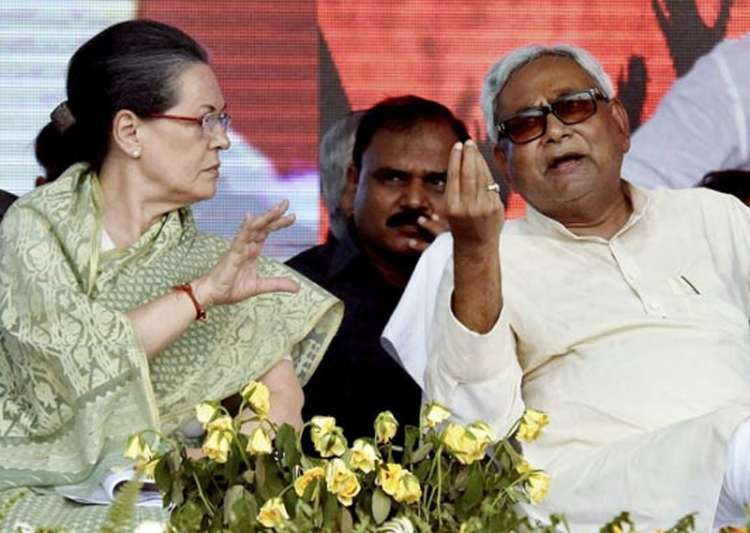 Nitish calls on Sonia, urges unity