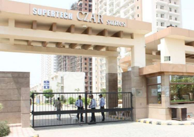 HC orders sealing of over 1,000 flats in a Supertech Czar- India Tv