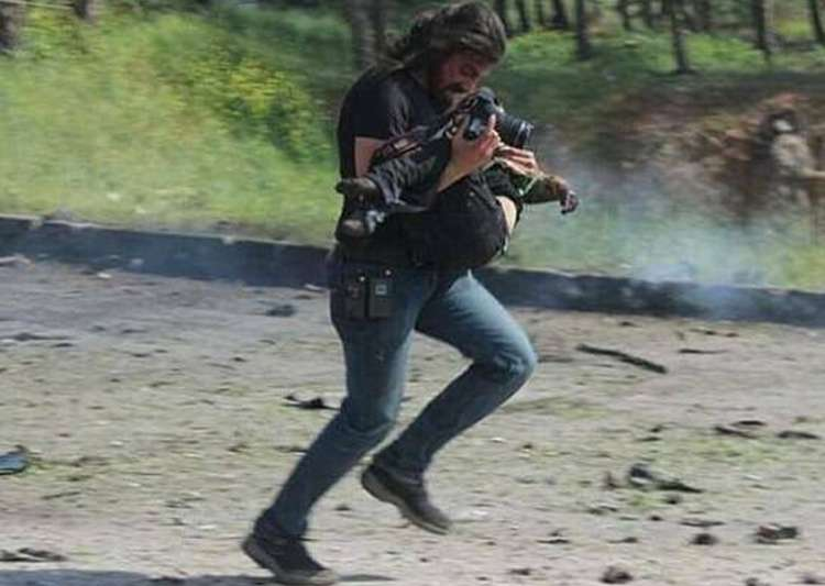 When a Syrian photographer put down his camera to save- India Tv