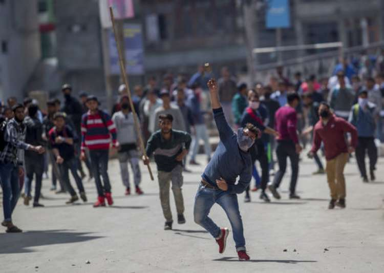 School students clash with security forces in Kashmir