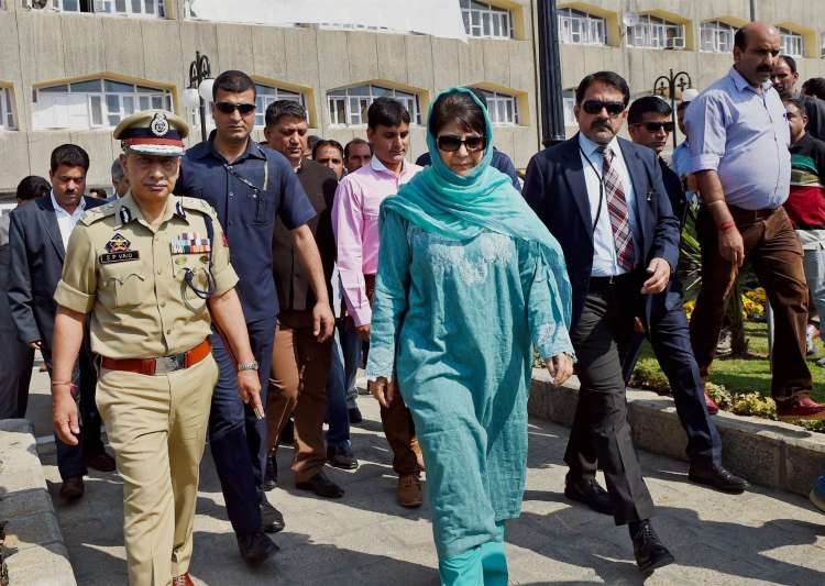 Women raise pro-freedom slogans before Mehbooba