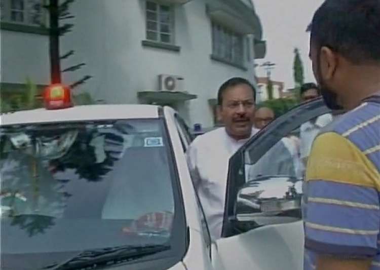 West Bengal minister uses red beacon, says, 'not bound to