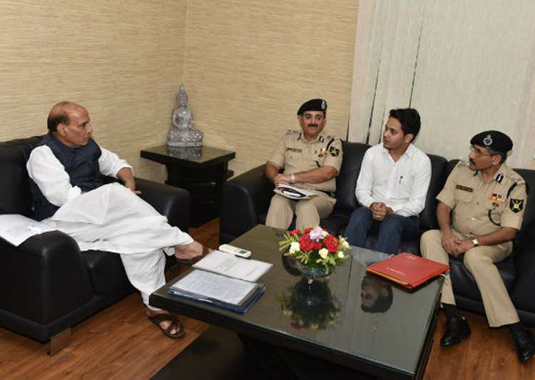 BSF exam topper with Home Minister Rajnath Singh last year- India Tv