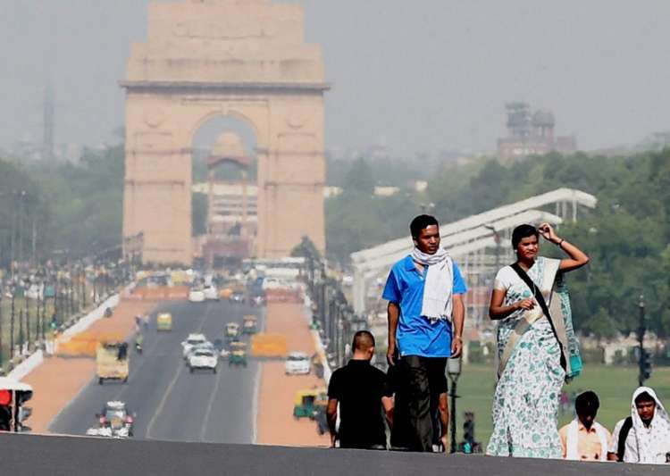 Delhi sizzles at 44 degrees