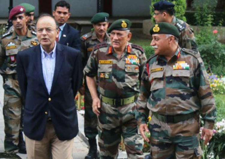 Defence Minister Arun Jaitley was on a one-day Kashmir visit- India Tv