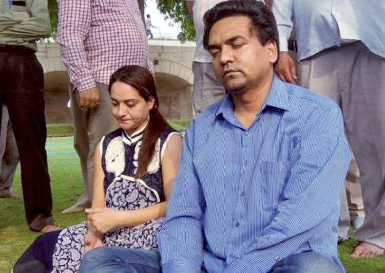 Kapil Mishra with his wife at Rajghat- India Tv