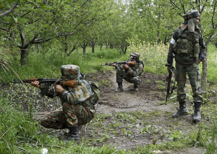 Slain militant gets gun salute by fellow militants in Kashmir