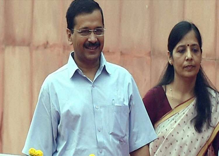 Arvind Kejriwal's Wife Sunita Kejriwal In Twitter War With Kapil Mishra