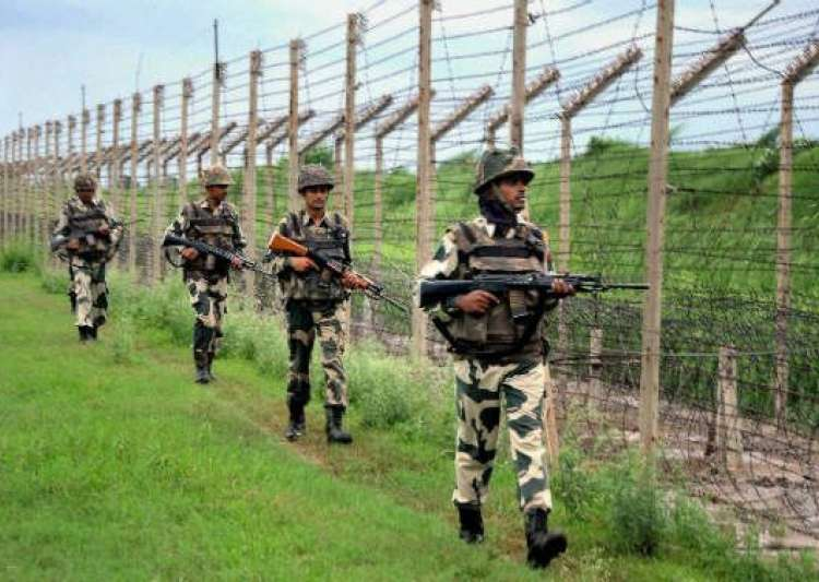 Army personnel along LoC- India Tv