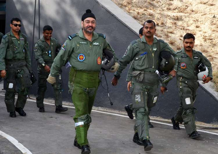 Air Chief flew a MiG-21 to lead 'Missing Man' formation to- India Tv