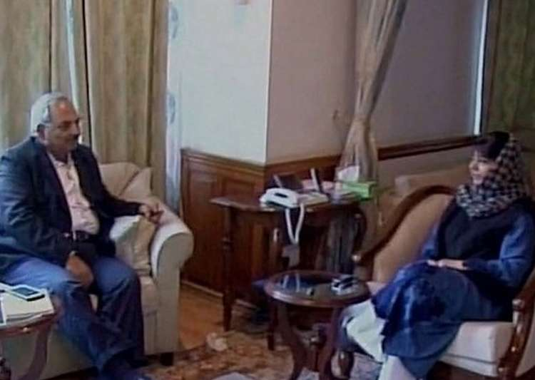 Union Home Secretary holds talks with J&K CM- India Tv