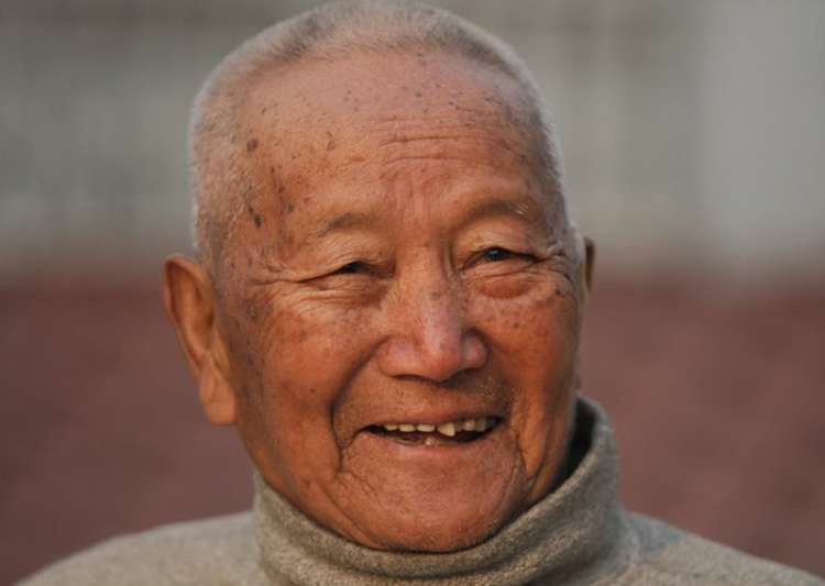 85-yr-old Nepal man dies trying to become oldest Everest- India Tv