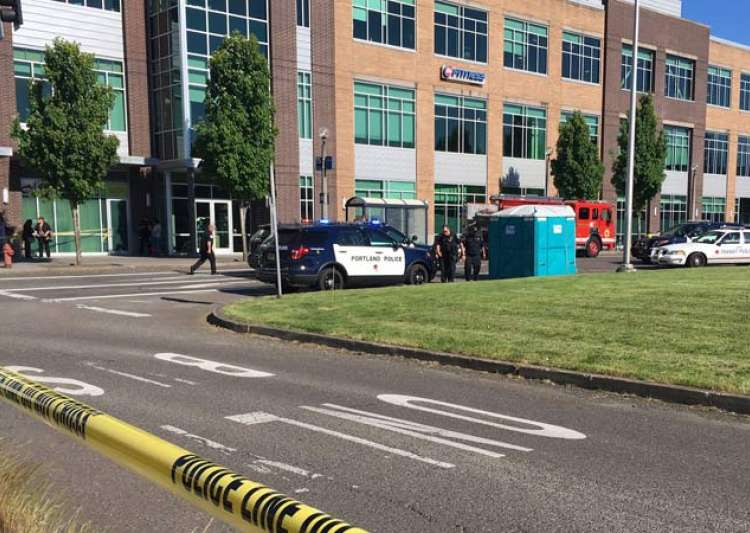 Man hurling slurs at Muslim women kills 2 in Portland, US