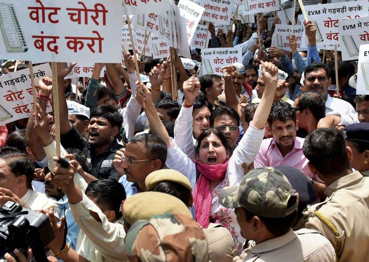 AAP workers protest outside EC officer over alleged- India Tv