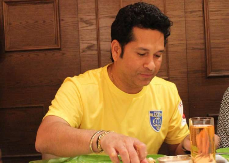Tendulkar visits PM Modi, receives blessings