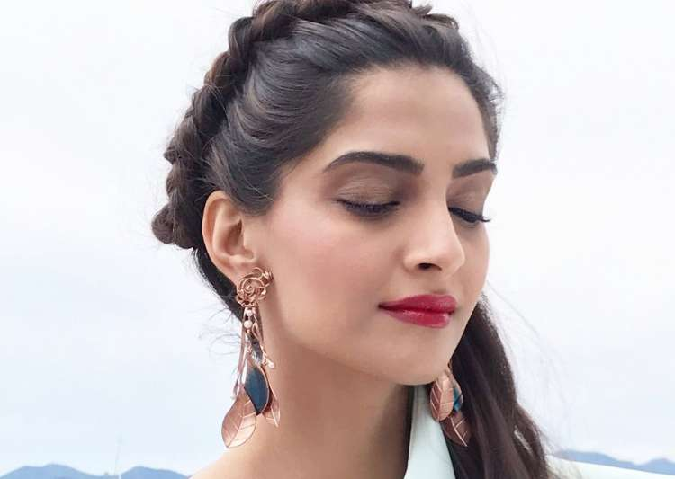 There shouldnt be comparisons: Deepika on Aishwarya, Sonam at