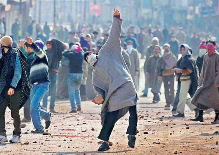 Duty of local administration in Kashmir to act against unratified channels: Centre