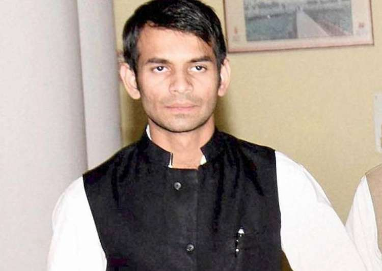 Notice to Lalu's son over allegations of lying to acquire petrol pump