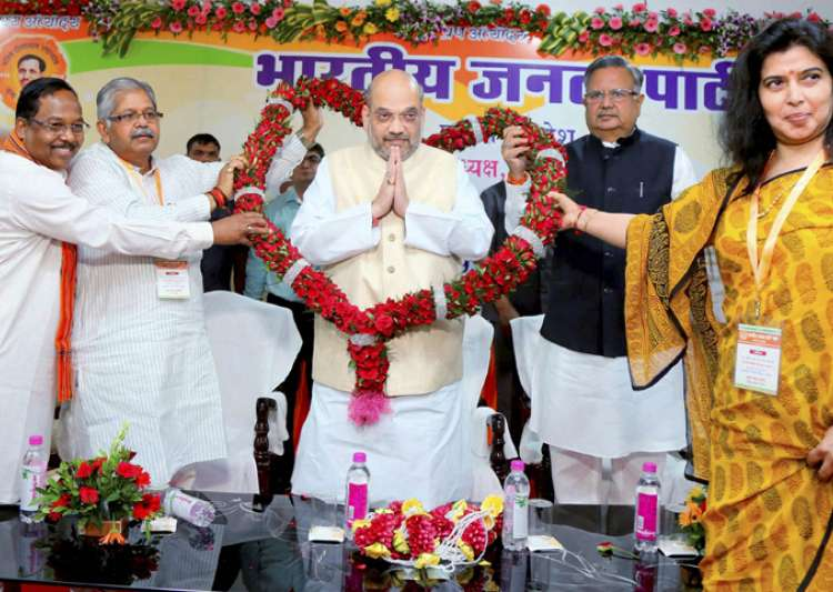 Amit Shah faces flak for his 'chatur baniya' remark on- India Tv