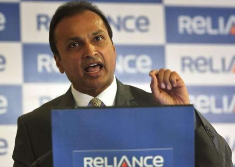 Reliance Communications falls 4% post rating downgrades by Fitch, Moody's