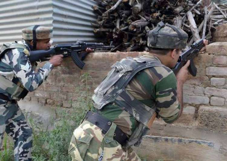 Militants attack police party in South Kashmir's- India Tv