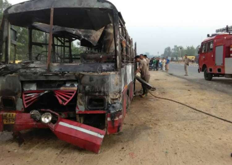 UP: 22 charred to death after bus-truck collision in Bareilly